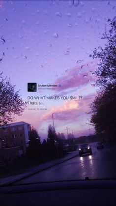 Yes do things that make you happy so that way can foeget thae bad things easily - Wallpaper Quotes Frases Do Twitter, Twitter Quotes, Instagram Quotes, Tumblr Quotes Happy, Cute Quotes, Mood Wallpaper, Aesthetic Iphone Wallpaper, Phone Wallpaper Quotes, Tweet Quotes