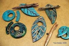 Tina Holden's Beadcomber: Leaf Toggle Clasp. Picture for paid tute. Great looking clasps.#Polymer #Clay #Tutorials
