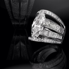 Baccarat ring: extraordinary marquise cut diamond of ct. 10,04, G color,