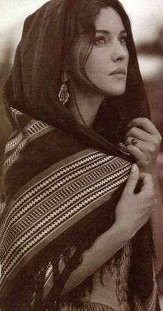 Monica Bellucci - B/W Photography. Hollywood Celebrities, Hollywood Actresses, Hollywood Fashion, Most Beautiful Women, Beautiful People, Hijab Style, Italian Actress, Italian Beauty, Portraits