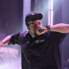 Ice Cube Says He Respects Rappers Who Write Their Own Lyrics http://ift.tt/1CeNjph #PvtNews