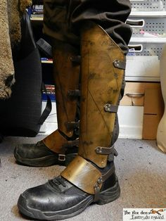Gladiator luxury greaves leg protection with battle damage. Armor Boots, Mandalorian Armor, Mandalorian Costume, Cosplay Armor, Viking Cosplay, Cosplay Boots, Armor Clothing, Armadura Medieval, Shoulder Armor