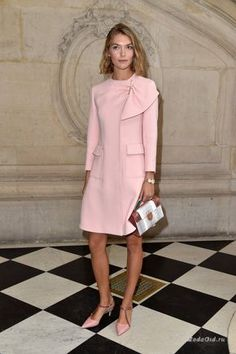 Марион Котийяр, Рианна, Натали Портман и другие знаменитости на показе Dior в рамках недели моды в Париже сезона весна-лето 2017.