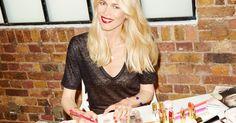 Supermanekenka Claudia Schiffer letos praznuje zavidljivih trideset let delovanja v svetu mode in lepote, kar je proslavila na poseben način - s prestižno kolekcijo ličil Claudia Schiffer Make Up, ki prihaja tudi k nam.
