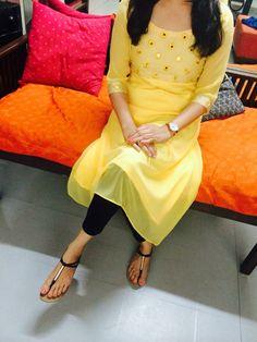 get this beautifull punjabi suit made at Design Studio… Indian Look, Indian Ethnic Wear, Salwar Designs, Blouse Designs, Pakistani Outfits, Indian Outfits, Patiala, Salwar Kameez, Kurti Patterns