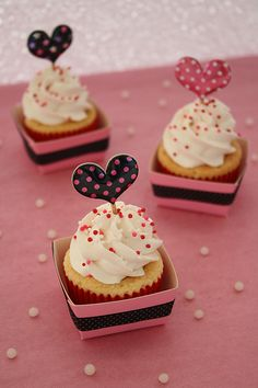 'happy valentine's day' cupcake #cupcake #yummy +++Visit http://www.thatdiary.com/ for guide + advice on #lifestyle
