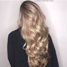 Photo fashion street style beauty makeup hair men style womenswear shoes jacket – Online Pin Page Blonde Hair Looks, Brown Blonde Hair, Sandy Blonde, Blonde Brunette, Ombre Hair, Balayage Hair, Stem Challenge, Ombre Highlights, Rides Front