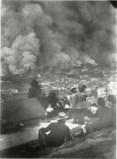 1906 San Francisco fires. A crowd gathers to watch.