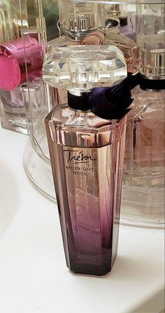 Parfum Chanel, Perfume Scents, Rose Perfume, Perfume Bottles, Perfume Storage, Perfume Organization, Perfume Display, Parfum Yves Rocher, Makeup Products
