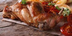 Pokud člověk nechová králíky, dostane se ke králičímu masu většinou zřídka. V obchodech je pořád v menšině. Přitom je to kvalitní, dietní maso, které by na našem stole nemělo chybět. Zkuste našich 12 osvědčených receptů. Tempeh, Turkey, Chicken, Meat, Protein, Food, Diets, Yummy Recipes, Normandie