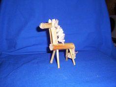 Gelencsér Julianna népijáték készitő - Képgaléria - Foglalkozáson készíthető népijátékok - figurák - kukoricaszár lovacska