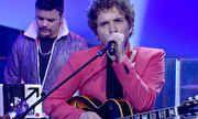 Som Brasil - Druques levanta a plateia com 'Tédio' | globo.tv