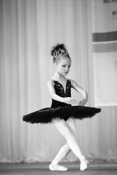 Such poise in one so young Ballerina Poses, Ballerina Photography, Music Box Ballerina, Ballerina Dancing, Little Ballerina, Dance Photography, Ballet Dancers, Dance Photos, Dance Pictures