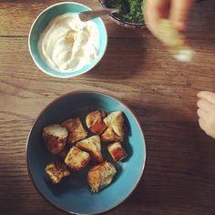 Ma recette de poulet au cumin est un classique à la maison. Ma fille adore cette recette 🥰 difficile de l'arrêter quand elle a commencé 🤗 j'accompagne d'un fromage blanc nigel, paprika sel poivre . Simple, efficace et gourmand ! Que demandez de + 😉 Bientôt vous retrouverez cette recette sur le blog 😃  #poulet #recettepoulet #recetteenfant #pouletaucumin #blogcuisine #blogculinaire #cooking #recettefacile #recettefacilerapide #recipeoftheday #onseregale #pauldebauche French Toast, Chicken, Breakfast, Food, Queso Blanco, Pepper, Salt, Morning Coffee, Essen
