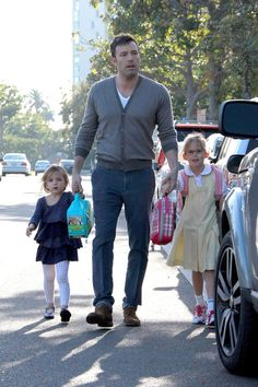 I love Ben Affleck so much and his daughter has the same scooby doo lunch box as my daughter ...too cute !