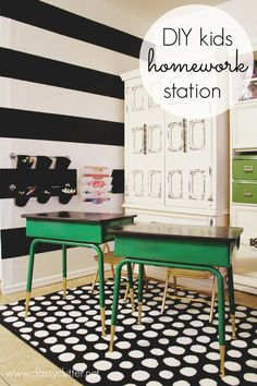 DIY Homework Station -- love the green and black school desks Home Design, Design Ideas, Kids Homework Station, Diy Vintage, Vintage Desks, Diy Home Decor For Apartments, The Design Files, Kids Decor, Decor Ideas