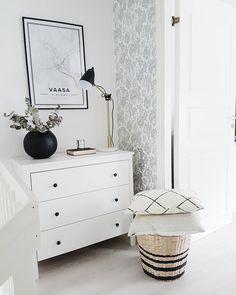 Portaikon vierestä löytyy tilaa lipastolle Dresser As Nightstand, Vanity, Bedroom, Table, Furniture, Neutral, Home Decor, Houses, Dressing Tables