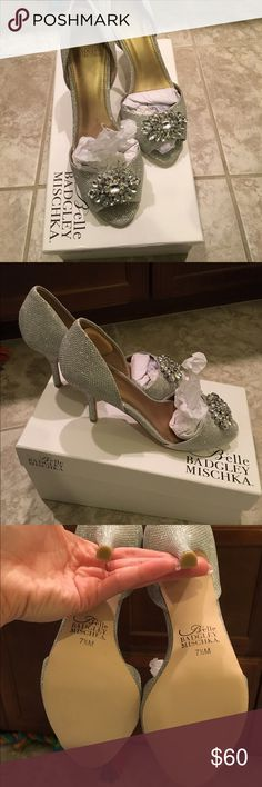 """Badgley Mischka heels Belle By Badgley Mischka Prescot Silver Fabric Jewel Toe Pumps Size 7.5M   The shoes have been tried on but not worn (Brand New in the box))   The heel height is approximately 3.25"""" Badgley Mischka Shoes Heels"""