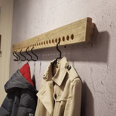 Chic wardrobe for the hallway and entrance area made of Sylter Stegholz - Schicke Garderobe für den Flur und Eingangsbereich aus Sylter Diy Wood Projects, Wood Crafts, Woodworking Projects, Diy Home Crafts, Diy Home Decor, Dressing Room Design, Handmade Kitchens, Cool Coffee Tables, Hallway Decorating