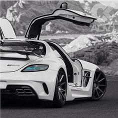 Mercedes SLS AMG features an alternative gullwing door system which is futuristic and would suit a unique design. Mercedes SLS AMG features an alternative gullwing door system which is futuristic and would suit a unique design. Maserati, Bugatti, Ferrari, Mercedes Sls, Aston Martin, Sexy Autos, Carl Benz, Porsche 918 Spyder, Automobile