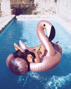 Rose Gold & Pink Inflatable Flamingo Pool Float Swimming Float For Adult Foto Flamingo, Flamingo Pool, Flamingo Float, Flamingo Inflatable, Pool Picture, Pool Floats, Rose Gold Pink, Summer Photography, Summer Dream