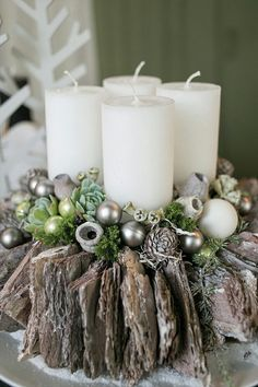 Christmas Advent Wreath, Christmas Napkins, Christmas Wreaths To Make, Handmade Christmas Decorations, Christmas Centerpieces, Xmas Decorations, Christmas Diy, Christmas Floral Arrangements, Xmas Crafts