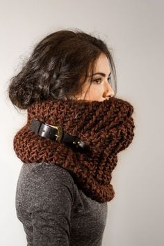 Knitting Patterns Cowl Cuddle scarf - that& guaranteed to be nicth cold - great accessory for beige or black jacket Cowl Scarf, Knit Cowl, Knit Crochet, Winter Mode, Knitting Accessories, Knit Fashion, Belts For Women, Knitting Patterns, Scarf Patterns