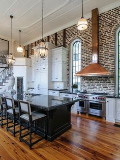 New kitchen design copper exposed brick ideas Aquitaine, Black Kitchens, Home Kitchens, Kitchen Black, Dream Kitchens, Layout Design, White Brick Backsplash, Kitchen With High Ceilings, Kitchens With Brick Walls