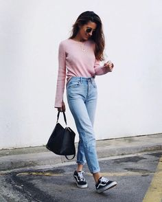 You will certainly turn heads if you wear the right pink outfit. These Pink Outfit Ideas are a must for you to try out this year. Fashion Mode, Fashion 2017, Look Fashion, Trendy Fashion, Winter Fashion, Fashion Outfits, Womens Fashion, Fashion Clothes, Fashion Ideas