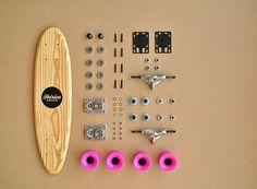Ibérica Skateboards es un proyecto impulsado por Raúl Arribas y Gonzalo Sánchez de Lollano, dos estudiantes de diseño que se han propuesto recuperar la esencia de las primeras generaciones de monopatines, a partir de un proceso absolutamente artesanal.