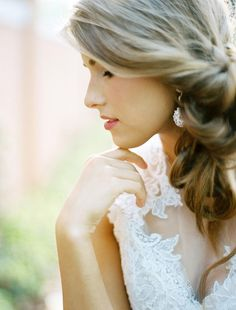 Relaxed bridal beauty. Hair & makeup by Samantha Landis. Styling by Lindsey Zamora. Photo by Ben Q. Photography. #wedding #beauty #hair #makeup #updo