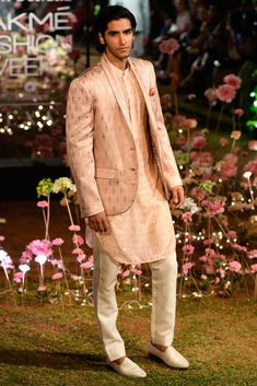 LFW 2019 Anita Dongre collection has lehengas all priced under INR If you are looking for some pre-wedding designer lehengas, then this post is for you Sherwani For Men Wedding, Wedding Dress Men, Indian Wedding Outfits, Wedding Wear, Anita Dongre, Mens Kurta Designs, Man Dress Design, Dress Designs, Indian Groom Wear