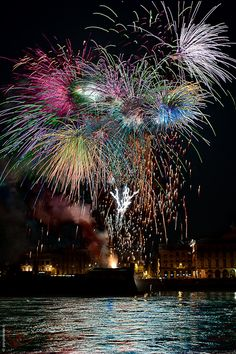 """You light up my life ~ / Photo """"Drawing in the sky."""" by Giorgio Sessa You light up my life ~ / Photo """"Drawing in the sky."""" by Giorgio Sessa Best Fireworks, New Year Fireworks, Beautiful World, Beautiful Places, Beautiful Pictures, Draw On Photos, Cool Photos, Firework Colors, Fire Works"""