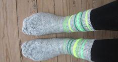 Crochet Slippers, Chrochet, Drops Design, Crochet Clothes, Mittens, Free Crochet, Nepal, Diy And Crafts, Women Accessories