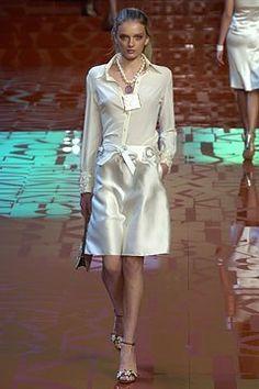 Valentino Spring 2005 Ready-to-Wear Fashion Show - Lily Donaldson