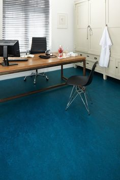 Marmoleum adriatica flooring for the WC