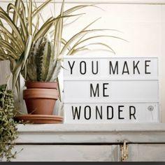 boite lumineuse ou light box, objet de déco indispensable actuellement, à déposer ou à accrocher au mur, message à laisser dans la maison et à changer