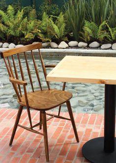 Mesa tipo pedestal para restaurante.