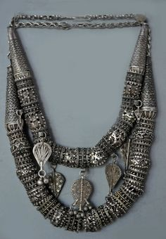 """Heavily granulated beads, Jewish work most likely from Sana'a (the capital of Yemen), early to mid c. Posted by Linda Pastorino on """"ethnic jewels"""". Viking Jewelry, Ancient Jewelry, Antique Jewelry, Silver Jewelry, Silver Beads, Jewelry Art, Silver Ring, Gold Rings, Ethnic Jewelry"""