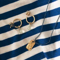 Dagens smykker: pricetag og tuuuudsegamle creoler med lysegrønne sten... Hav en god dag! #jotd  #gold #guld #silver #sølv #diamond #diamant #smykker #jewelry #jewellery #guldsmed #jeweller #goldsmith #handcrafted #handmade #danishdesign #guldsmedlouisedegn