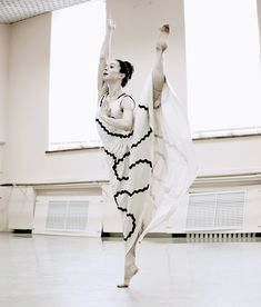 For the first time in her 16-year career, Diana Vishneva, the Mariinsky and American Ballet Theatre prima ballerina, has hung up her pointe shoes to dance a piece by Martha Graham.