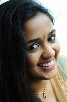 Ananya is one of the most talented upcoming actresses in the Malayalam film industry. Beautiful Bollywood Actress, Most Beautiful Indian Actress, Beautiful Actresses, Indian Hair Cuts, Indian Face, Indiana Girl, Actors Images, Beautiful Blonde Girl, Malayalam Actress