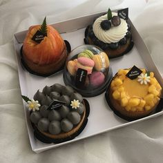 Find images and videos about food and sweet on We Heart It - the app to get lost in what you love. Cute Desserts, Dessert Recipes, Good Food, Yummy Food, Delicious Fruit, Healthy Food, Think Food, Food Goals, Cafe Food