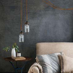 Wand und Lampen