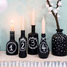 Shades of one colour Shades of one colour The post Shades of one colour appeared first on Adventskalender ideen. Christmas World, Noel Christmas, All Things Christmas, Winter Christmas, New Years Decorations, Christmas Decorations, Advent Wreath, Pet Bottle, Diy And Crafts