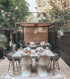 Máte raději snídaně na terase nebo uvnitř?  👉Ručně tkaný kusový koberec Bereber Beige👈   #koberec #mujkoberec #obyvacipokoj #design #interier #detskypokoj #loznice Patio Dining, Outdoor Dining, Outdoor Decor, Outdoor Spaces, Backyard Patio, Backyard Landscaping, Decorating Your Home, Interior Decorating, Pergola