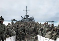 Troops of the Infantry Regiment, Infantry Division land at Inchon Harbor, Korea, aboard LST's. Douglas Macarthur, Incheon, 7th Infantry Division, Us Navy Ships, War Image, Military Diorama, Korean War, American Soldiers, D Day
