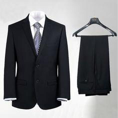 Erkeklerin favori takım elbiseleri Modanın kalbinin attığı Paris toptan satış mağazası özel kalıpları kullanarak sizlere 2015 Siyah takım elbise modelleri tanıtacağız. En güzel tasarımları ile koleksiyonlarda yer alırken erkek dar kesim siyah takım elbise denilince ilk akla gelen yegane parça yine baş rolde erkeklerin [...]