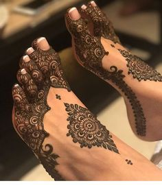 Henna Artist Adorn your hands with latest mehendi designs that can be perfectly curated by Mehndi Artist in Jaipur to make your mehendi ceremony unforgettable. Henna Tattoos, Henna Mehndi, Leg Mehndi, Tatuajes Tattoos, Henna Tattoo Designs, Mehendi, Arabic Mehndi, Mehndi Art, Mehndi Designs Feet