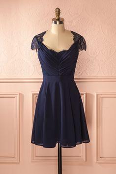 Robe trapèze bleu marine en voile à découpes en dentelle - Navy blue veil A-line dress with lace cut-outs